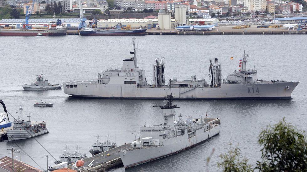 El «Patiño» zarpando de Ferrol a una misión