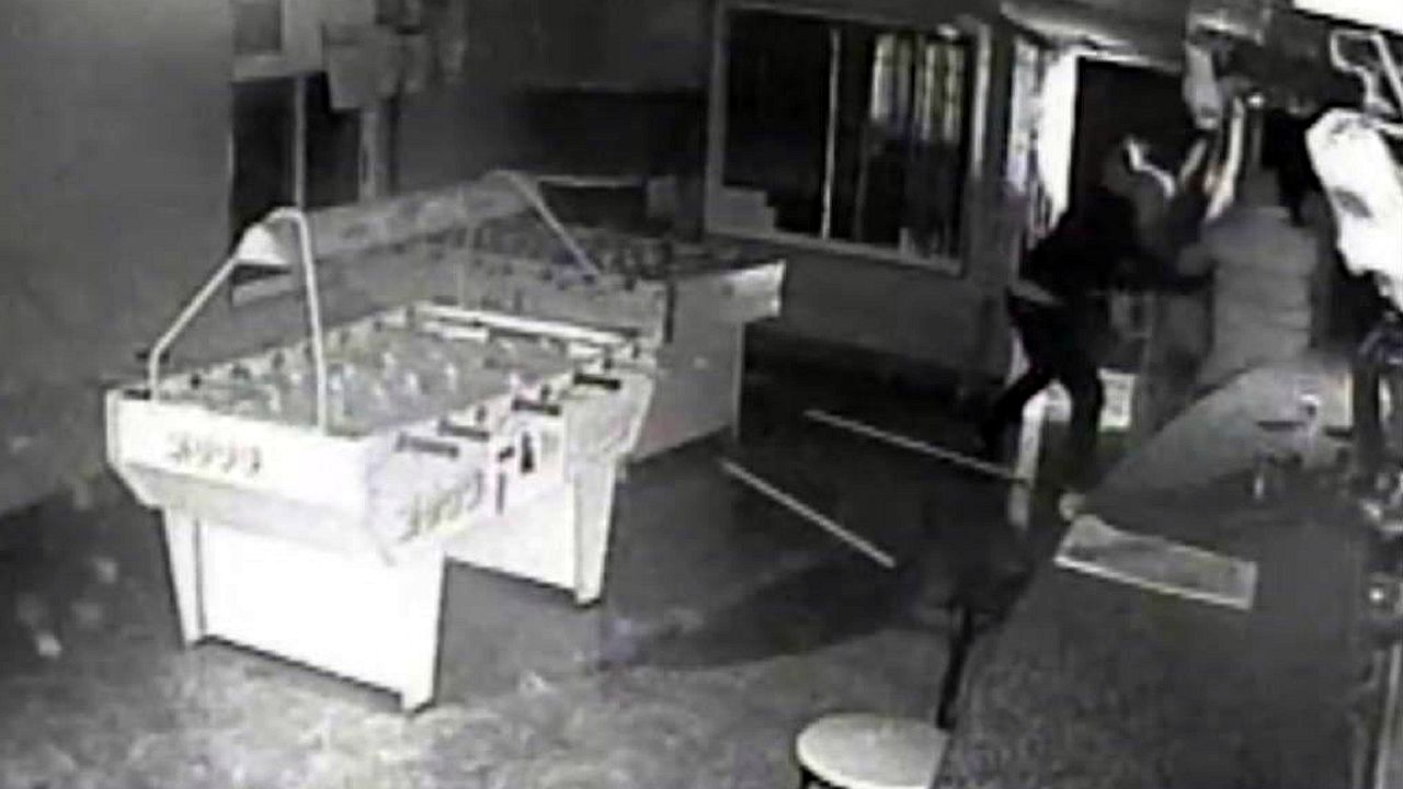 Operación Yankie: así robaron en un bar de Guntín.Nieve en A Fonsagrada
