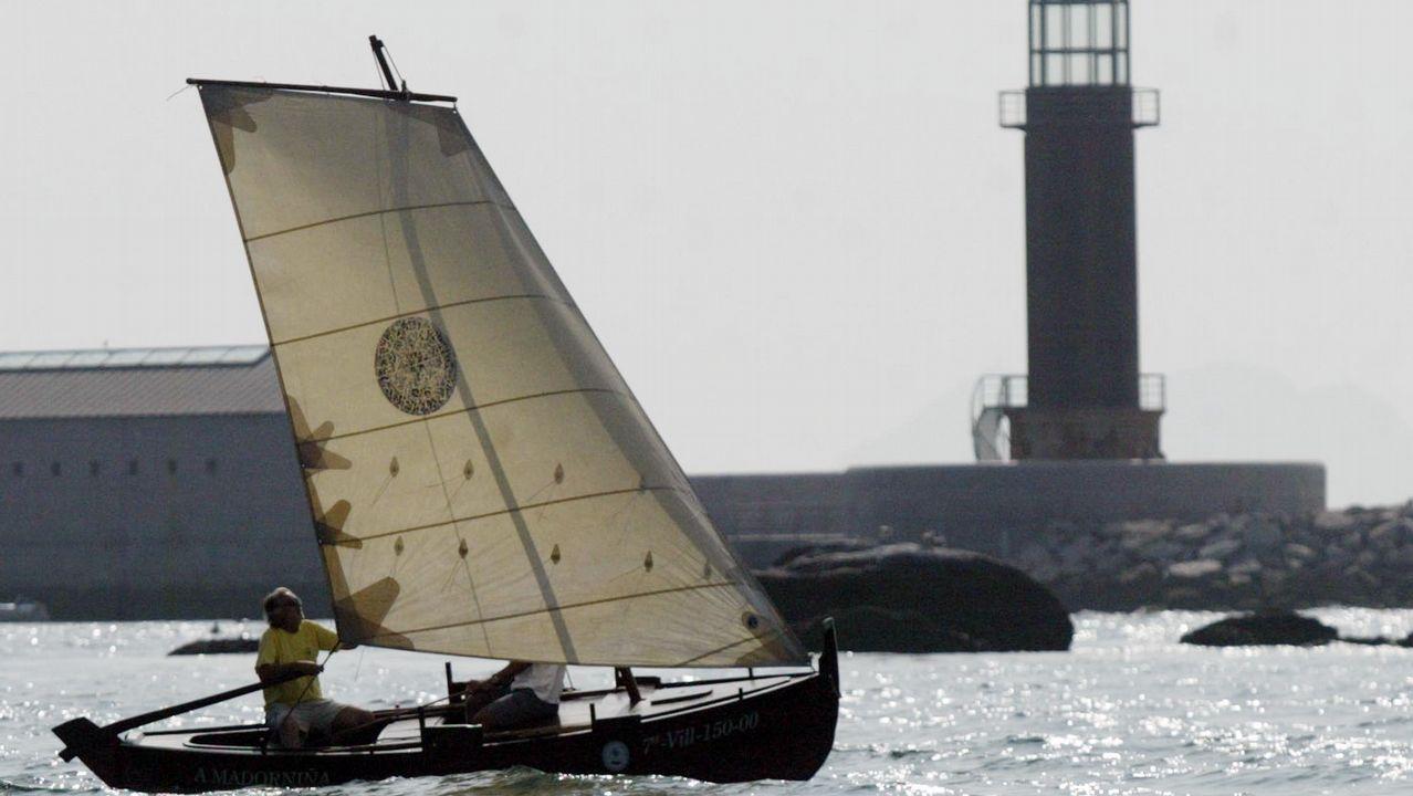 Una embarcación tradicional en la ría de Vigo, donde tienen en Bouzas una marina exclusiva