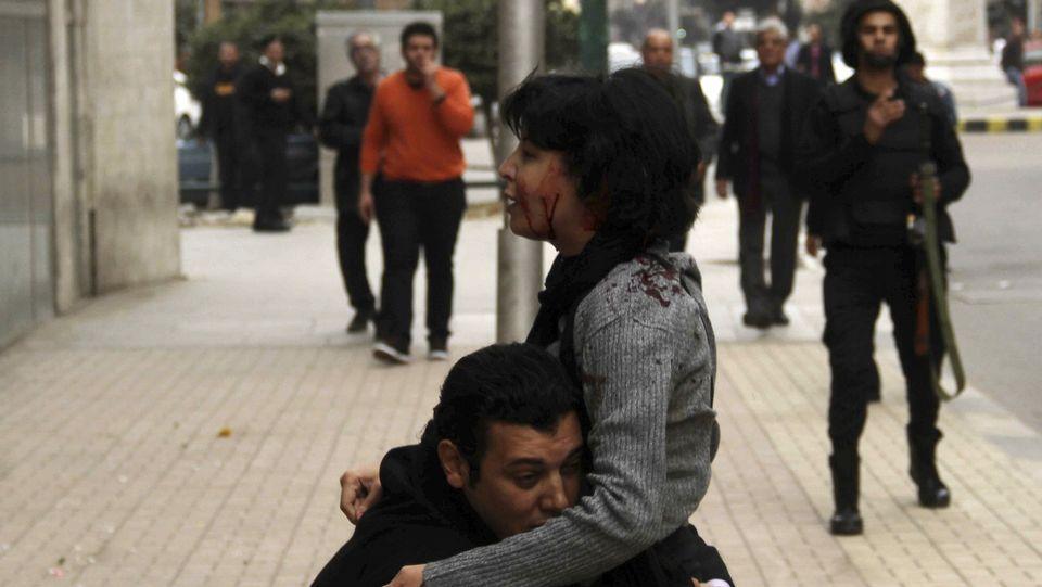Shaimaa, herida por disparos de la policía