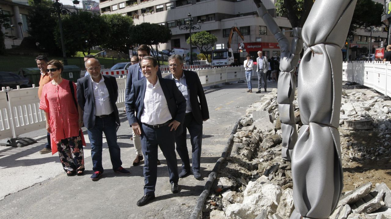 Mondoñedo estrena un albergue de 54 plazas con un Centro da Prehistoria.Los impulsores del Xeoparque