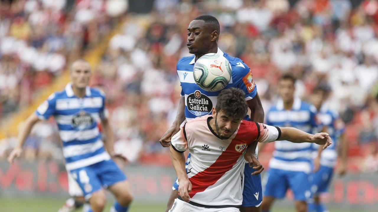 Las nuevas incorporaciones ya entrenan con el resto del grupo.Alfredo Ortuño posa como nuevo jugador carbayón
