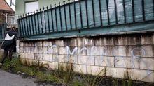 Aparecen nuevas pintadas en la casa del Chicle en Taragoña