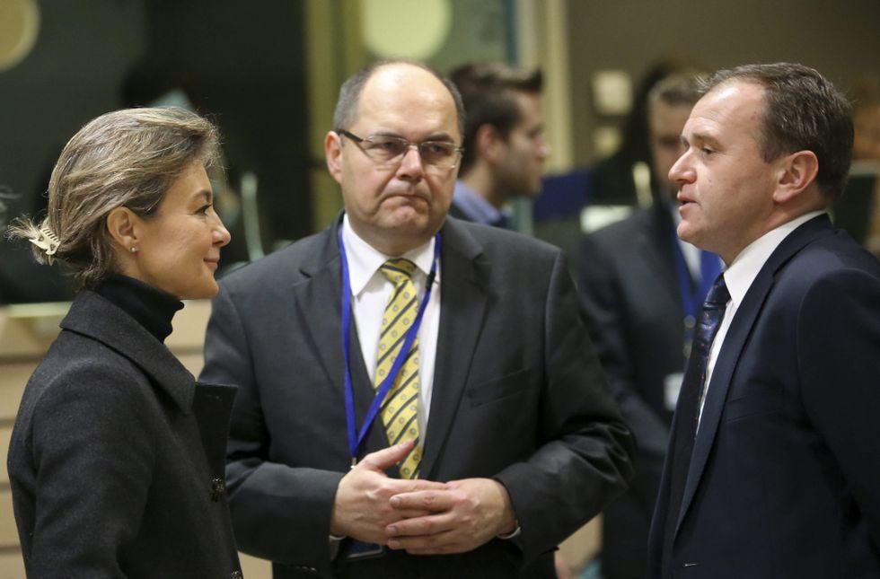 Tejerina con el ministro alemán de Pesca y el el vicesecretario británico, ayer en Bruselas.