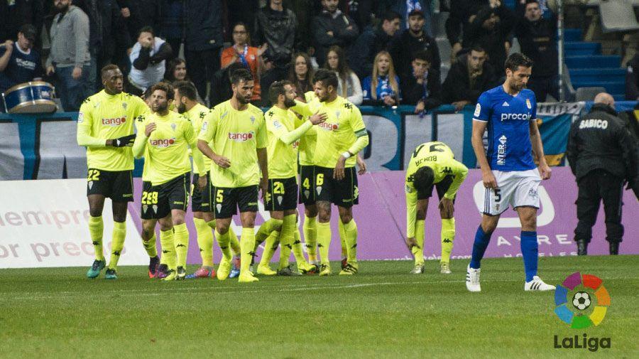 Los jugadores del Córdoba celebran el primer gol del encuentro