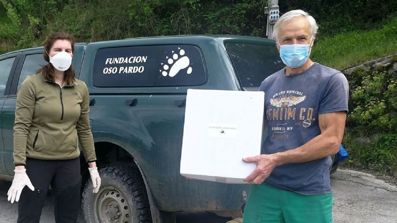 A pesar de la crisis sanitaria, este año se siguieron repartiendo pastores eléctricos entre los apicultores de la sierra de O Courel