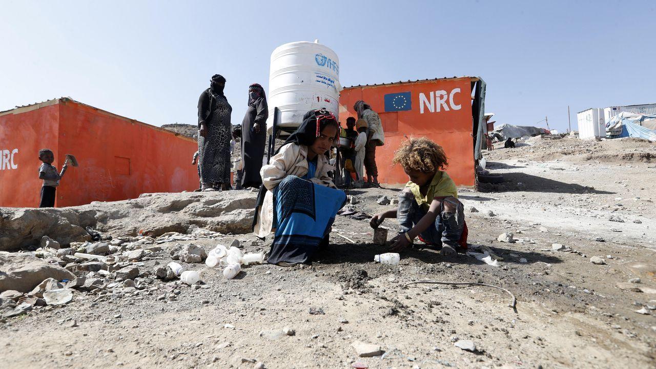 Dos niños desplazados, en un campo en las afueras de Saná, la capital de Yemen