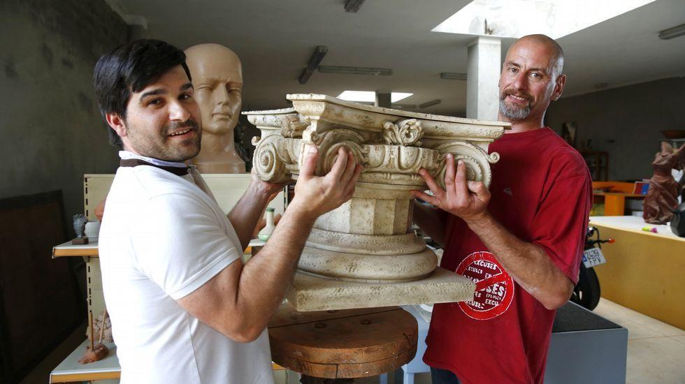 Galicia labra la piedra del Capitolio