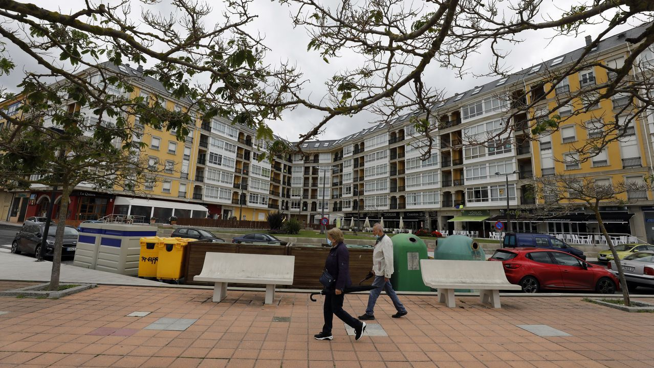 Edificios de apartamentos frente a la playa de A Rapadoira de Foz, una de la zonas más cotizadas