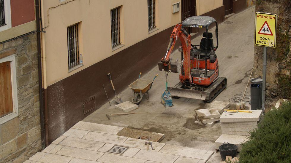 La romería chantadina de San Lucas, en fotos.Las obras de sustitución del firme de cemento por otro de losas de granito se llevaron a cabo hace unaño