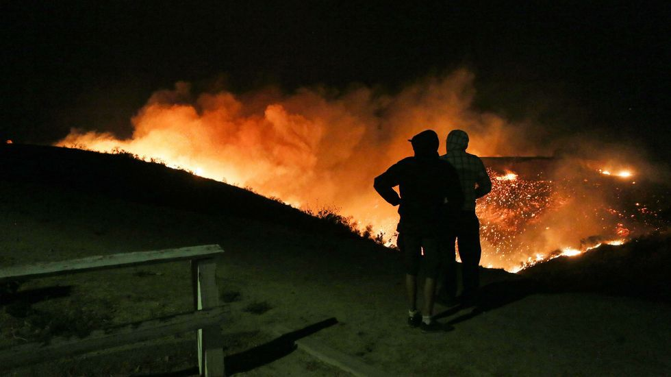 Incendio en California.Los incendios forestales de Asturias, desde Ribadeo.