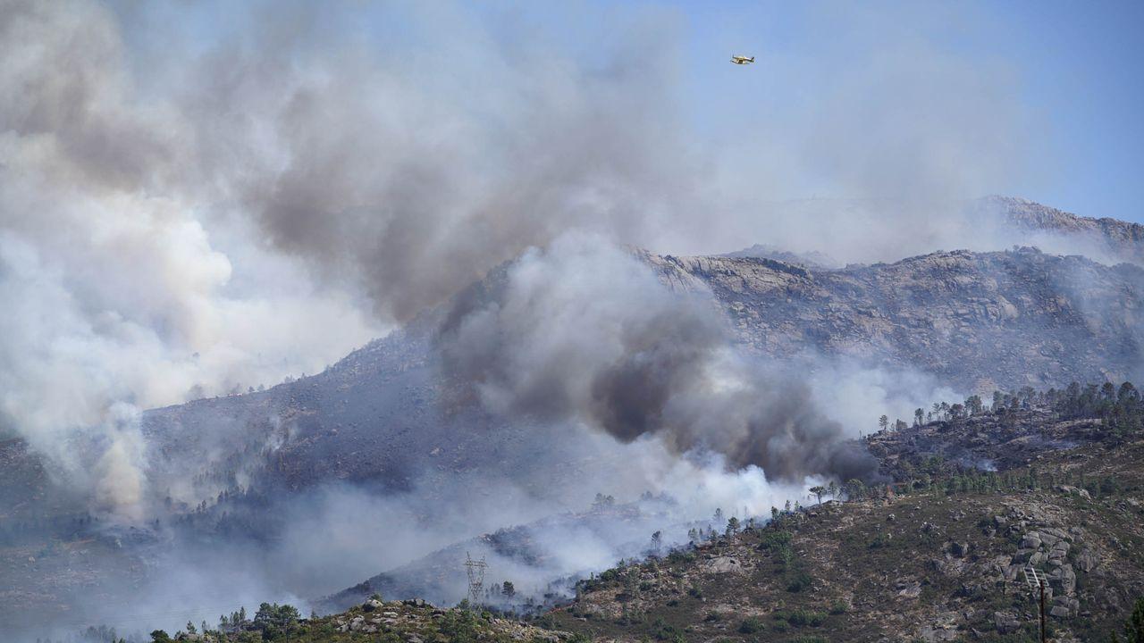 El incendio en Moreiras, Toén, se inició el viernes
