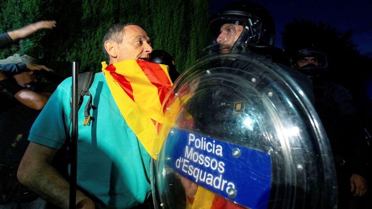 A las puertas del Parlamento catalán, se produjeron enfrentamientos de los manifestantes independentistas con los mossos d'Esquadra