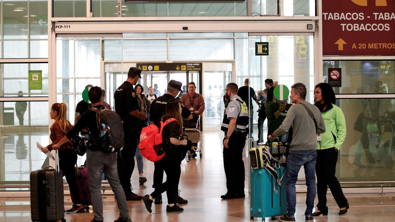 Controles policiales en el aeropuerto de El Prat