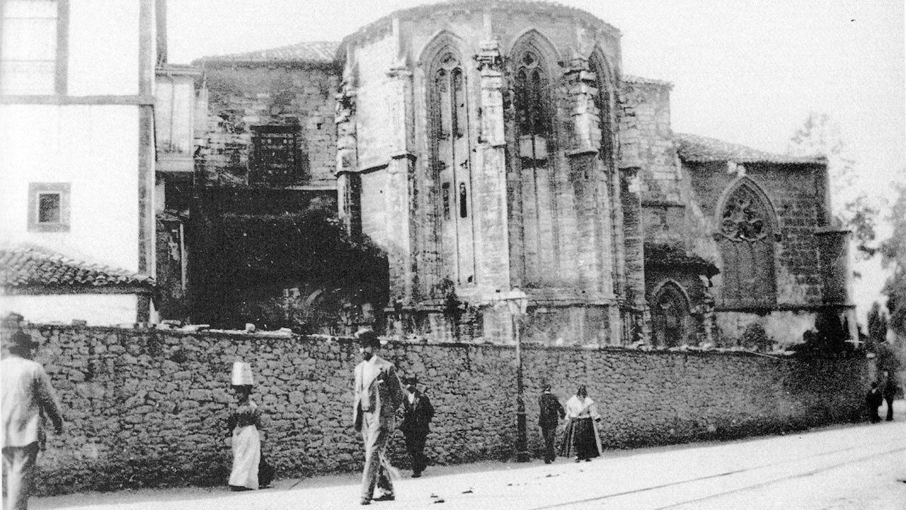 Iglesia y Convento de San Francisco, derribados en 1902 para levantar el edificio de la Diputación. Uno de los muchos edificios históricos desaparecidos en Oviedo