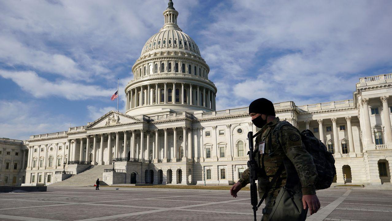 Un guardia nacional patrulla por el recinto del Capitolio la pasada semana