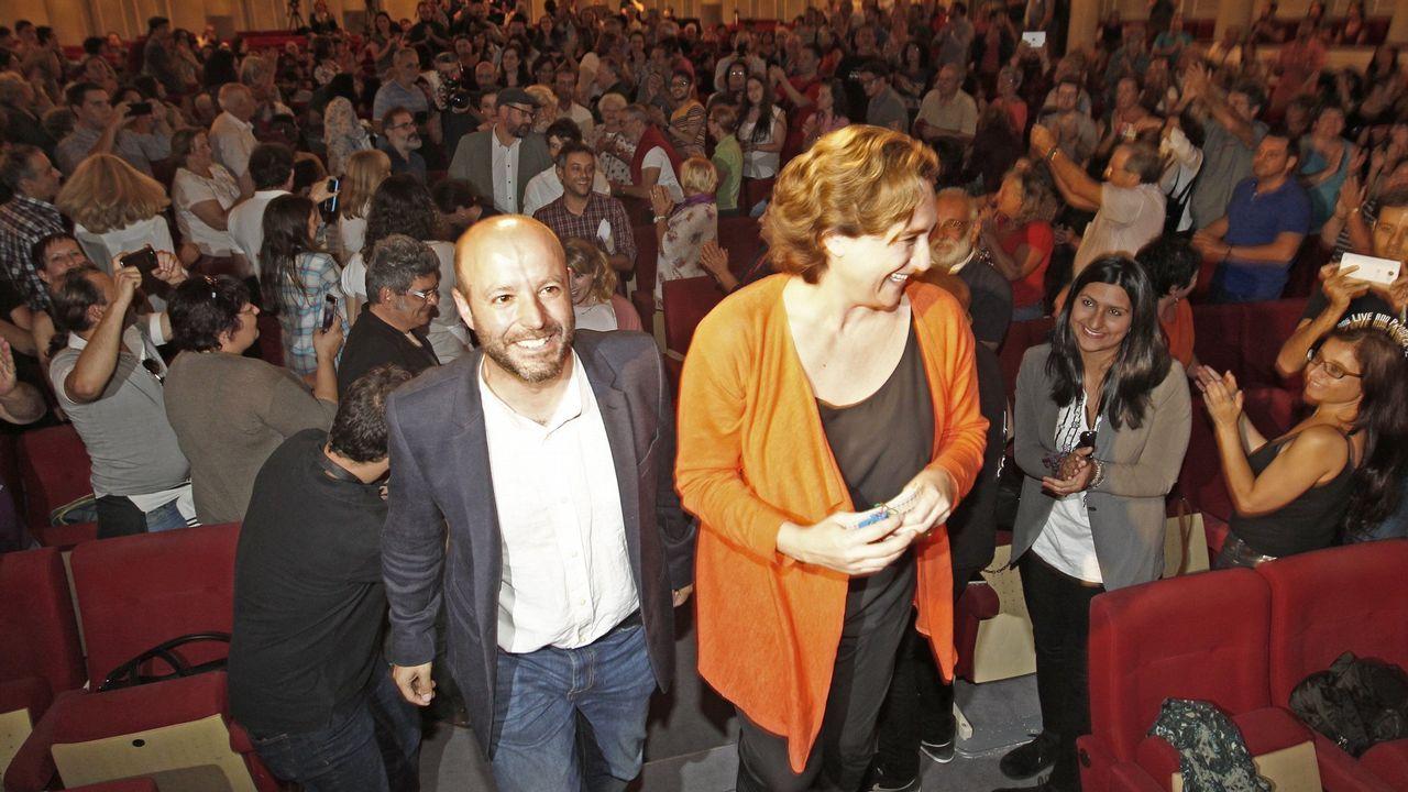 | EFE.Jordi Turull -que en la foto saluda con la mano a Torra en la primera sesión del juicio— será el acusado que preste declaración esta mañana, con la que comenzará la segunda semana de la vista oral.