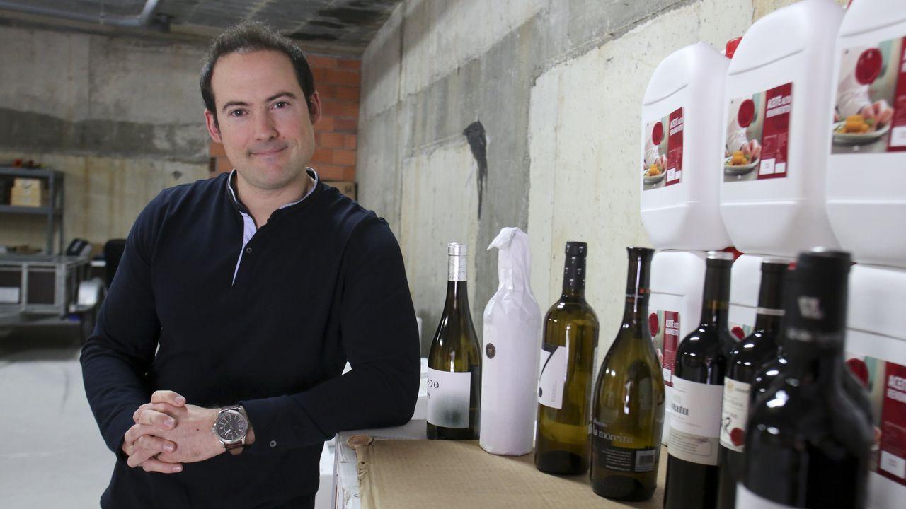 Ana Villarino, alcaldesa de Oímbra:«É moi posible que pases a Verín ou Portugal».Diego Castro Rey, retratado ayer en el almacén de vinos de su empresa: Dicarre Hostelería