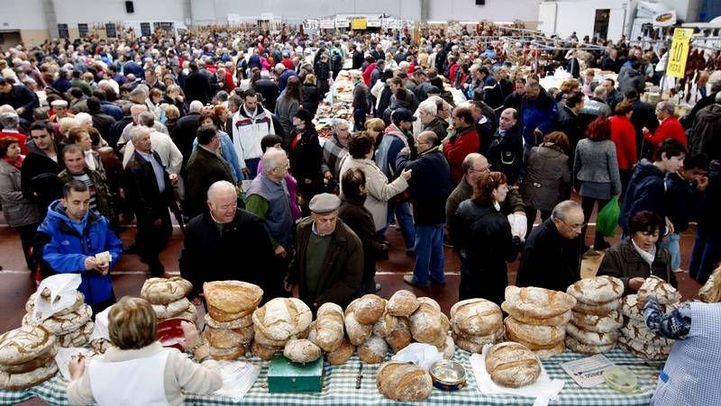 Feria de santos en Monterroso .El mercado de productos agrícolas estuvo repleto de gente desde primera hora de la mañana