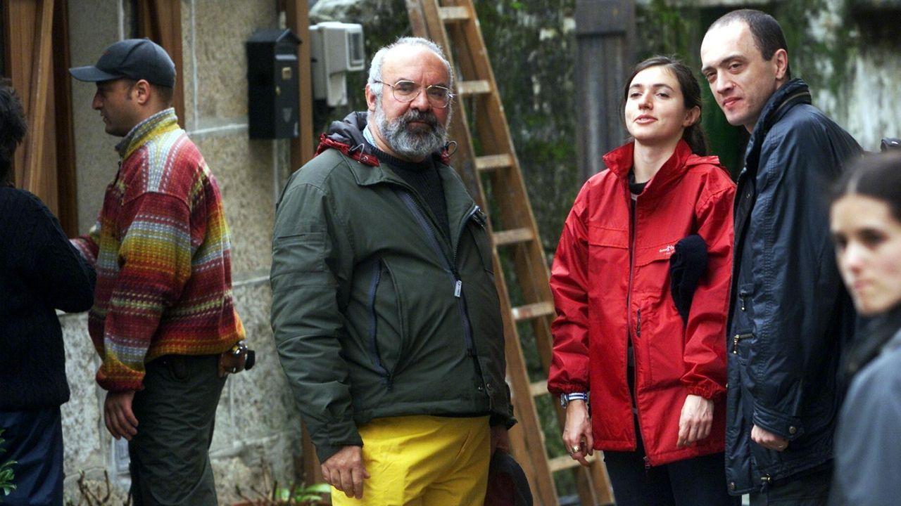 Gordon, en el centro, durante el rodaje de «Dagon» en Combarro