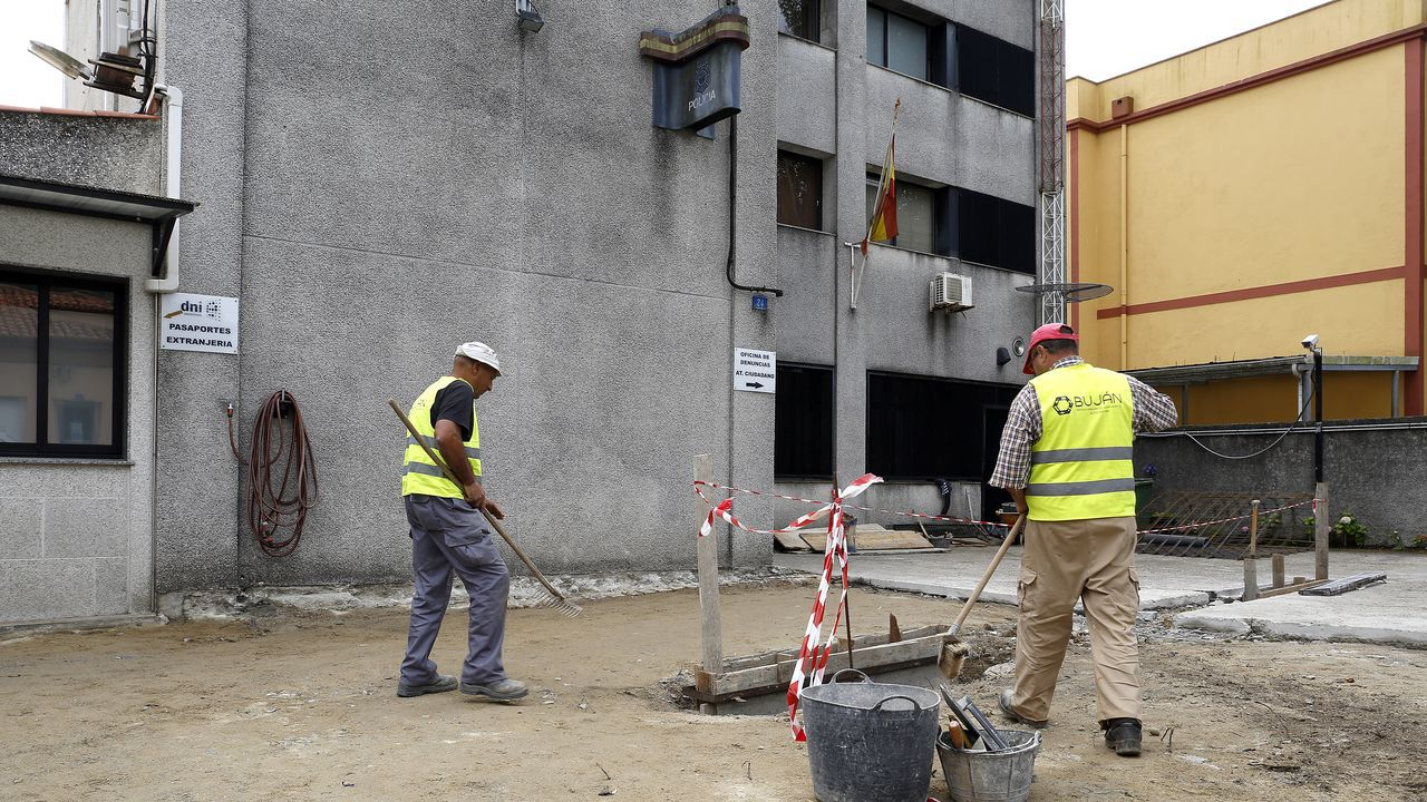 Las imágenes del calor.La comisaría de Policía en Ribeira, en una imagen de archivo