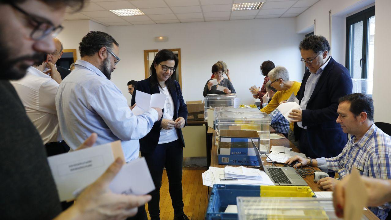 Reunión de emigrantes retornados deAppenzell, en Suiza.Una urna con votos