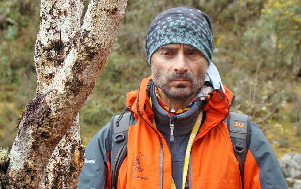 Imágenes de la cueva de Ceza.Andrés Villar durante una de sus múltiples escapadas, en las que aprovecha para realizar alpinismo.