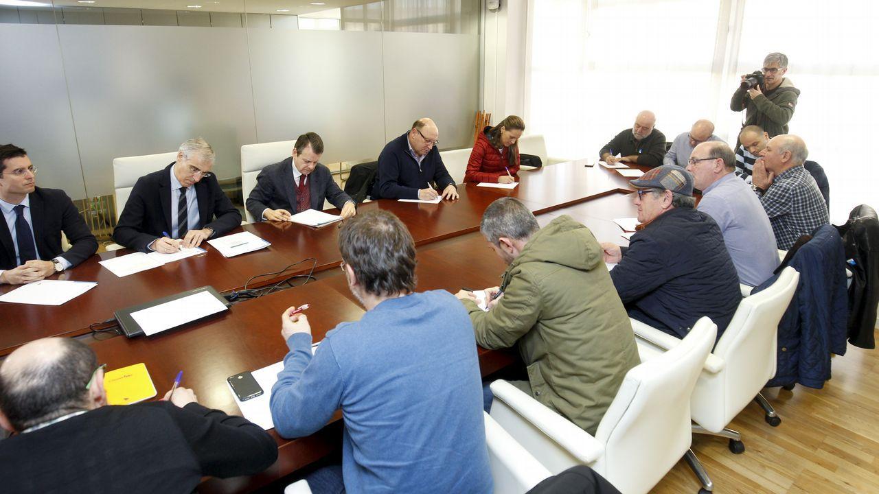 Así fue la visita de Alberto Núñez Feijóo a Zas y Baio.Instalaciones de Ferroatlántica en Cee