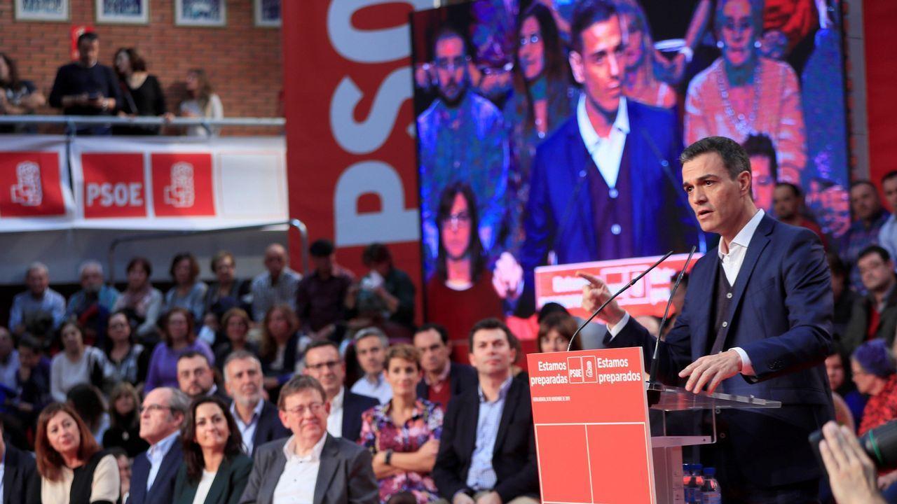 Comité Federal del PSOE.Alberto Núñez Feijoo acompaña a Juanma Moreno, candidato del PP a presidir la Junta de Andalucía
