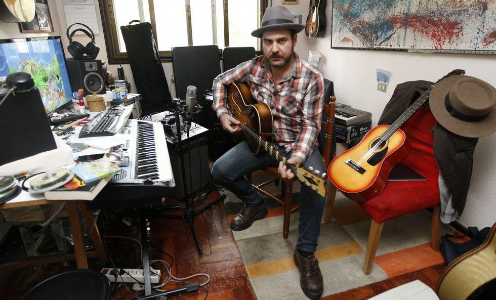 Eladio Santos lleva once años con su actual proyecto musical