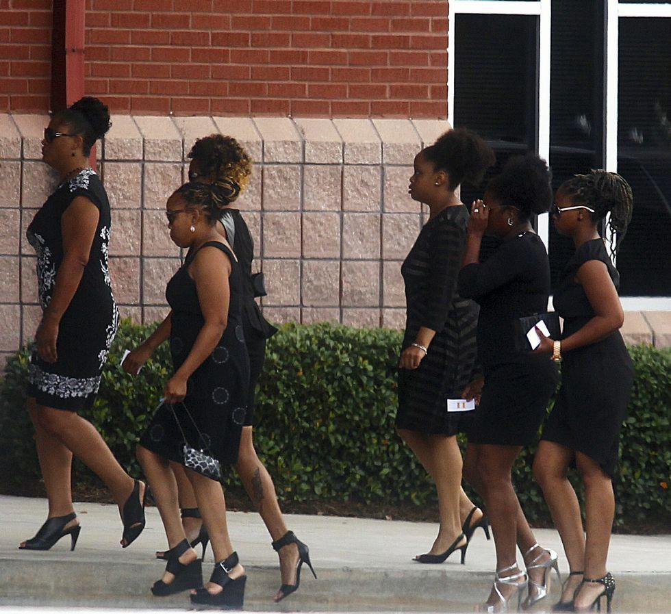 Al funeral de la hija de Houston solo se accedía con invitación.