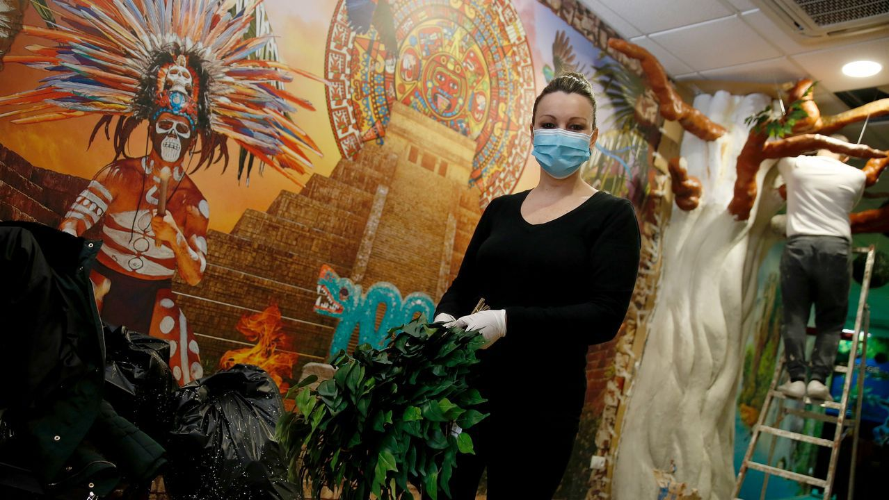 Mayán (segunda por la izquierda) y su equipo investigan las enfermedades degenerativas y la metástasis
