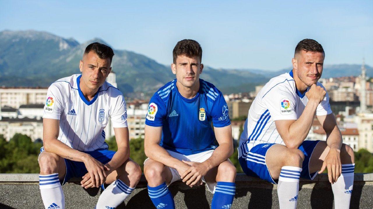 Tejera, Jimmy y Christian Fernández con las nuevas equipaciones