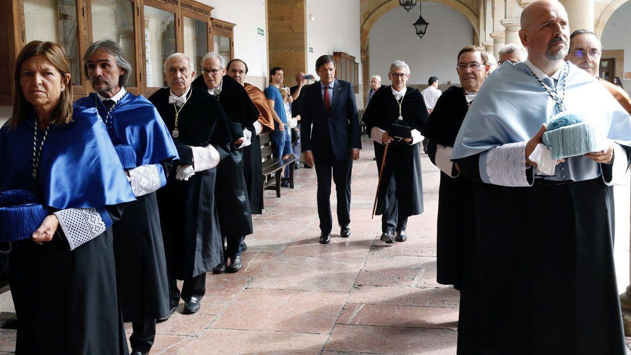 Vicente Gotor, Juan Vázquez,.Javier Fernández y Santiago García Granda, durante la apertura del curso académico 2018-2019, en el claustro de la Universidad de Oviedo