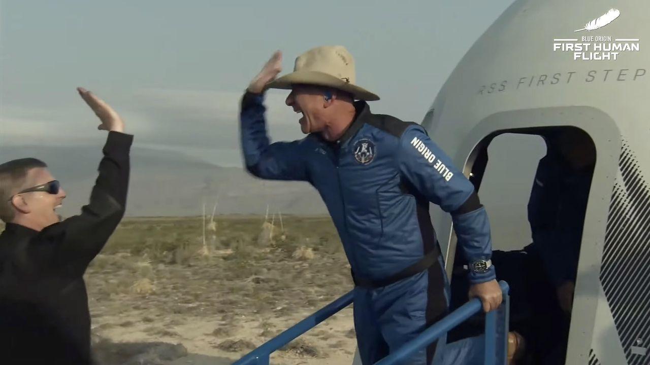El sueño espacial de Jeff Bezos.El presidente del Principado de Asturias, Adrián Barbón