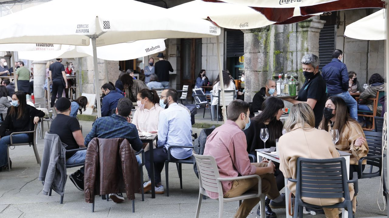 Las altas temperaturas animaron a terracear en Vigo