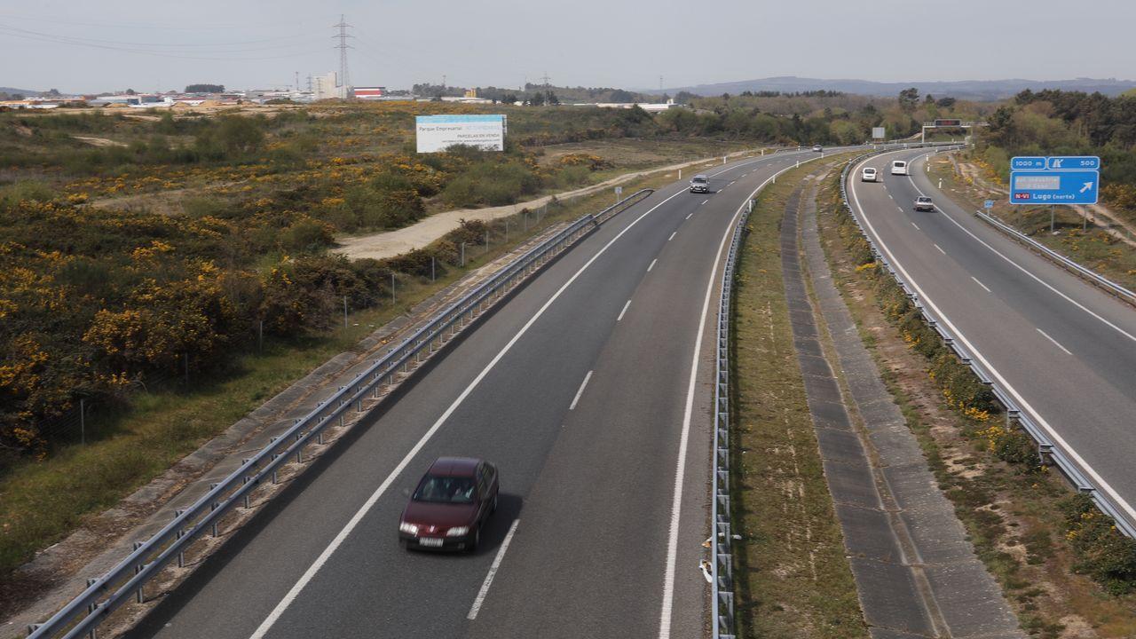 Los bienes de la mudanza de Meirás.La A6 pasa al lado de As Gándaras, pero no hay acceso directo