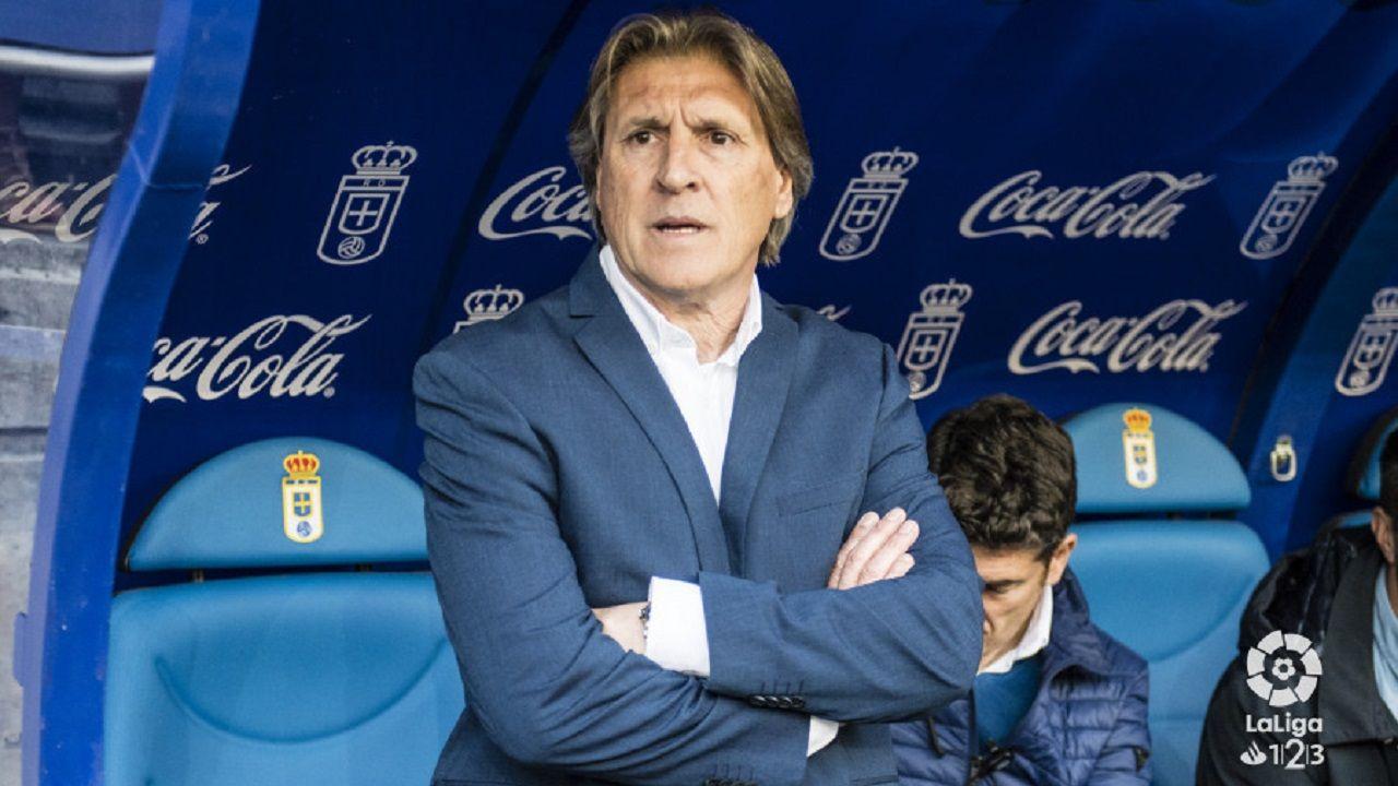 Toche Real Oviedo Extremadura Carlos Tartiere.Sergio Egea en el banquillo del Carlos Tartiere