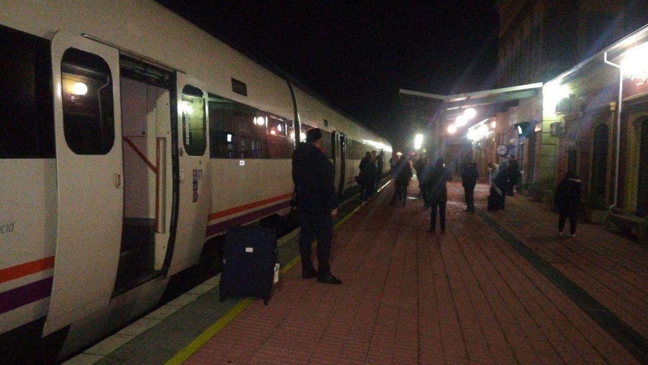 150 pasajeros del tren Badajoz-Madrid se quedan tirados en medio del campo en plena madrugada.Imagen de archivo de la exportavoz del grupo socialista en el Congreso de los Diputados Soraya Rodríguez