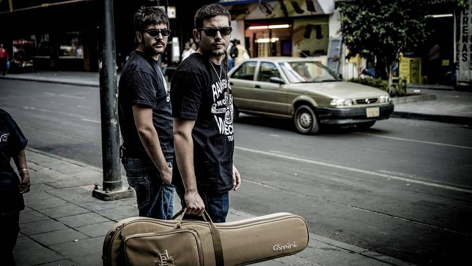 Tercera jornada de desfiles en Madrid.El grupo Los Potes visitó el Hogar San Francisco y tocó para algunos de sus usuarios.