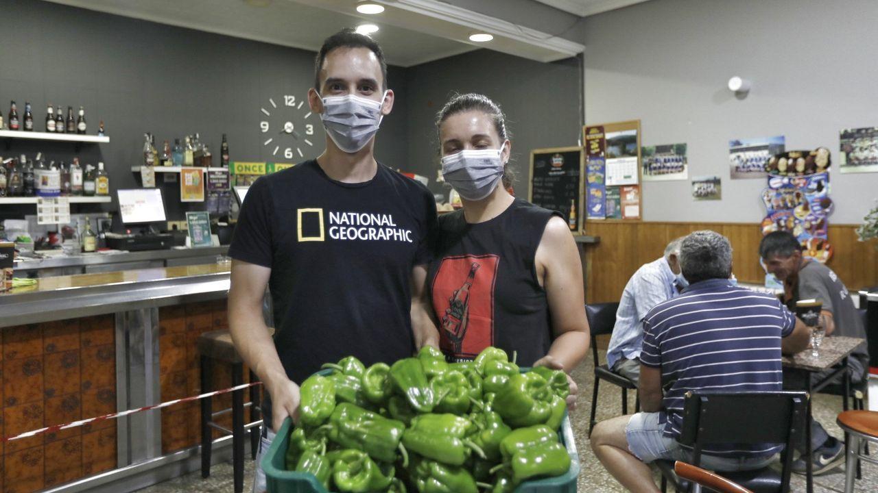La alvariza de Barxas yla miel ecológica de Manuel Macía.Los establecimientos de Arnoia tienen los pimientos preparados para el fin de semana