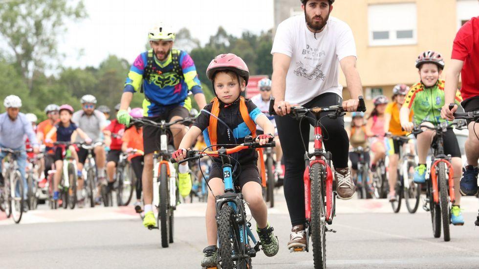 El día de la bicicleta de Carballo fué un éxito.COLAS EN EL AGORA PARA APUNTAR A LOS NIÑOS EN LA CABALGATA DE REYES MAGOS EN EL 2014