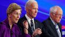La senadora Elizabeth Warren, Joe Biden y Bernie Sanders, en un debate el pasado 14 de enero