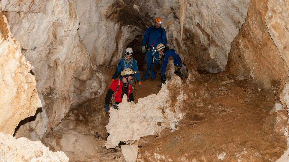 Los espeleólogos recorrieron zonas de la cueva que en otro tiempo estuvieron inundadas