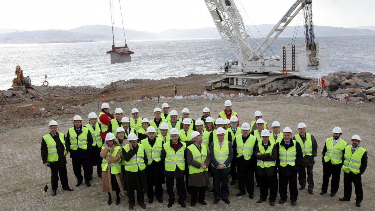 El PP reúne a cuatro mil personas en Amio.Los visitantes volvieron ayer a la playa de As Catedrais, pero no pudieron acceder a las grutas