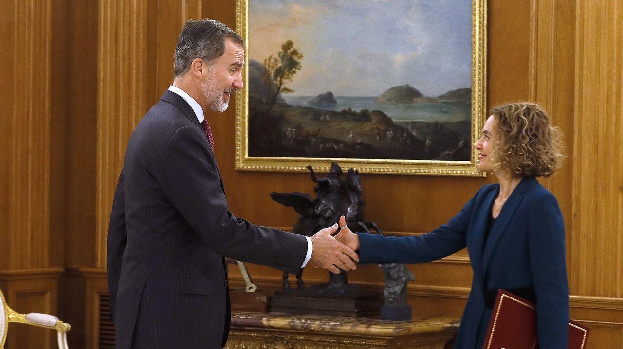 El Rey recibe en Zarzuela a las presidentas del Congreso y del Senado.El líder de Unidas Podemos, Pablo Iglesias, pasa por delante de Pedro Sánchez
