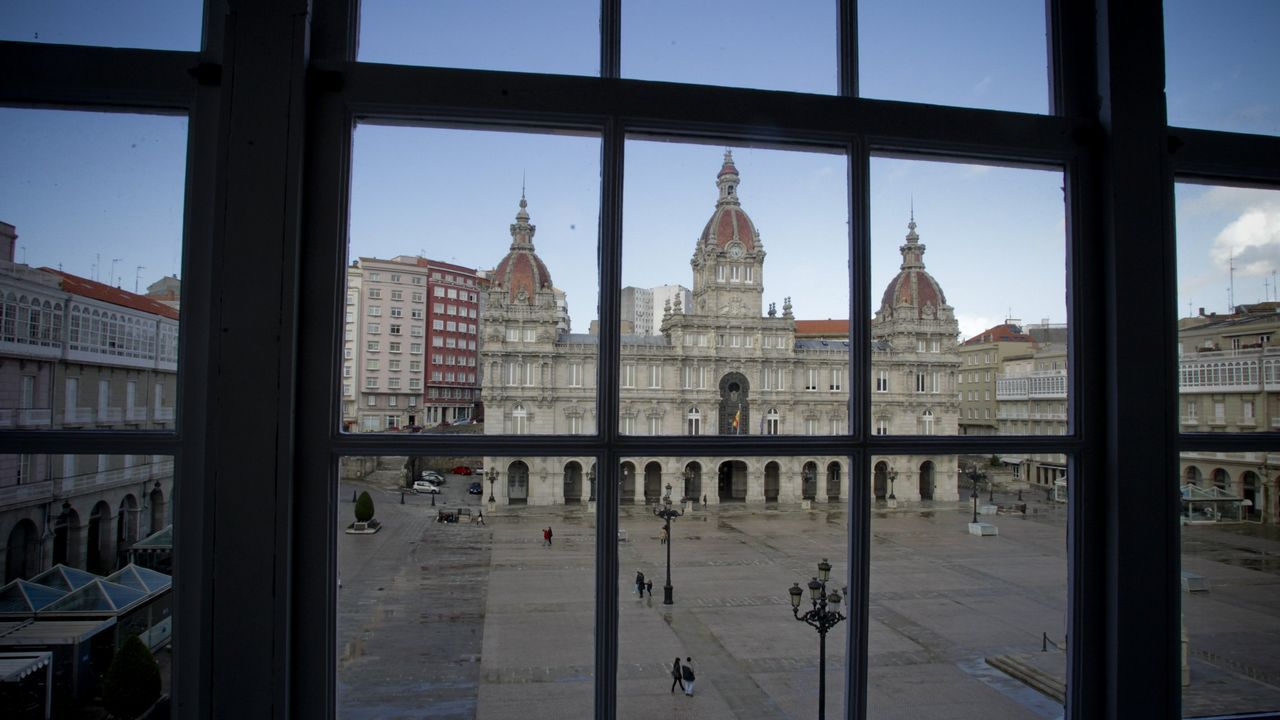 Esta será la próxima corporación municipal de María Pita.Inés Rey, en la plaza Maestro Mateo, en A Coruña