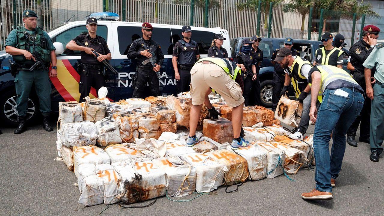 Adiós a un símbolo del «narcoterrorismo» en Colombia.Droga descargada del Titán III en el puerto de Las Palmas