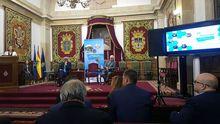 Eugenia Suárez Serrano, vicerrectora de Acción Transversal y Cooperación con la Empresa de la Universidad de Oviedo; Carlos García-Mauriño, presidente de Compromiso Asturias XXI; y el representante del Principado de Asturias en el acto de inauguración de la jornada por el 10º aniversario de Compromiso Asturias XXI