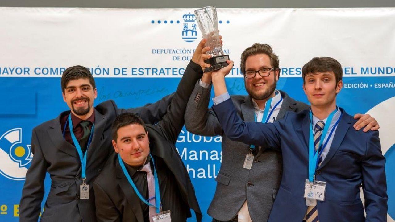 En la imagen, los estudiantes de grado de la Politécnica Superior de Ferrol que se llevaron el segundo premio